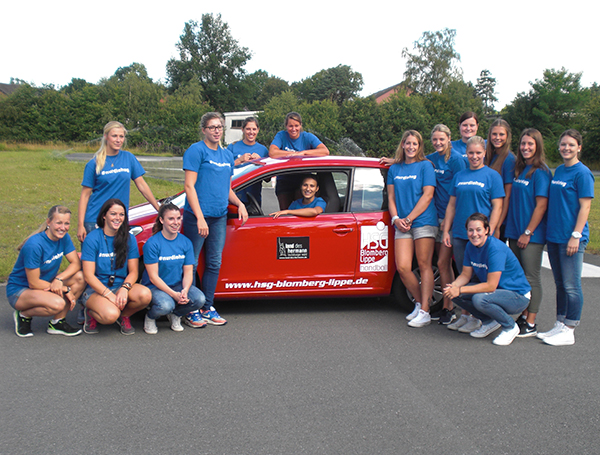 Die Damen Handball Mannschaft der HSG Blomberg meisterte mit Bravour das Fahrsicherheitstraining